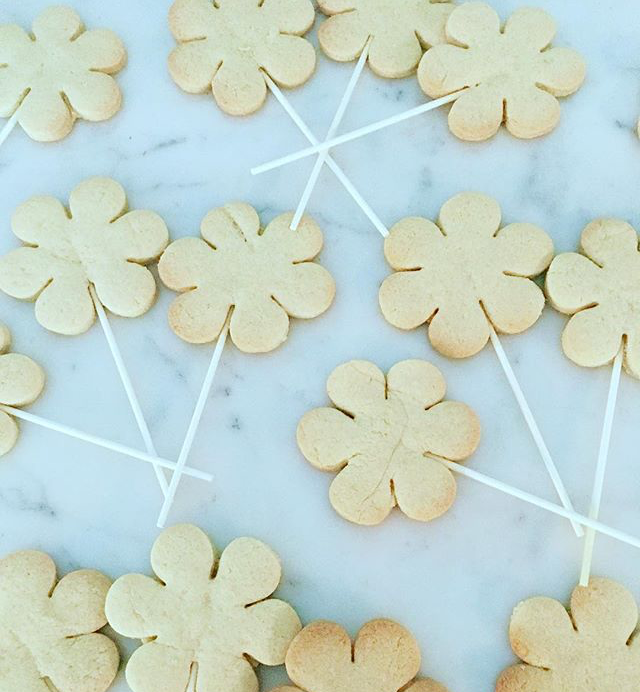 flower-biscuits