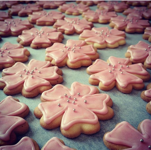 pink-flower-cookies
