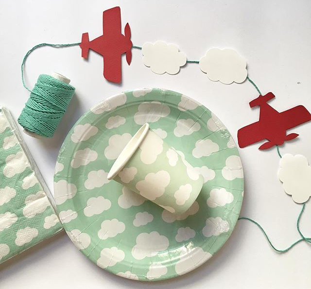 paper-airplanes-party-plates